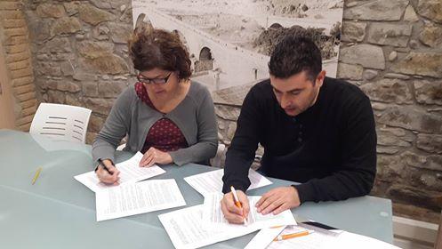 signatura-acord-ajuntament_col%c2%b7legui-montserrat