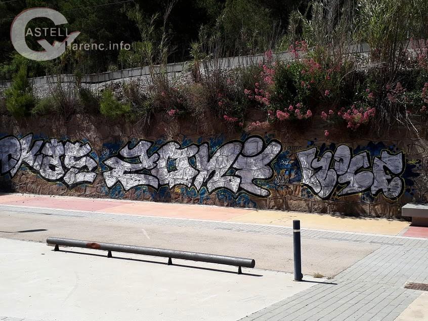 Graffitis Estació FGC Burés